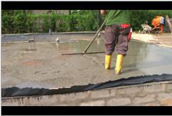 Wibrowanie betonu.