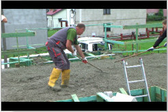 Gładzenie betonu.