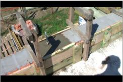 Zalewanie kotwy betonem.