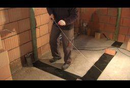 Rozciąganie sznurka murarskiego/