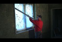 Tynkowanie ściany z otworem okiennym.